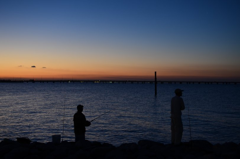 2012.11.10 USA - new orleans sunset fisherman
